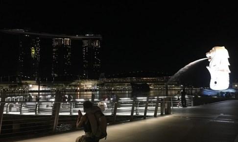 singapore_praying