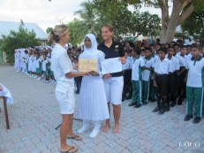 Hunaidha receiving her trophy from two very happy marine biologists… even at 7:00 AM