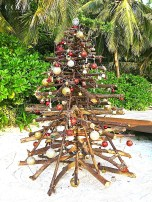Gardening leftovers for the beach Christmas tree