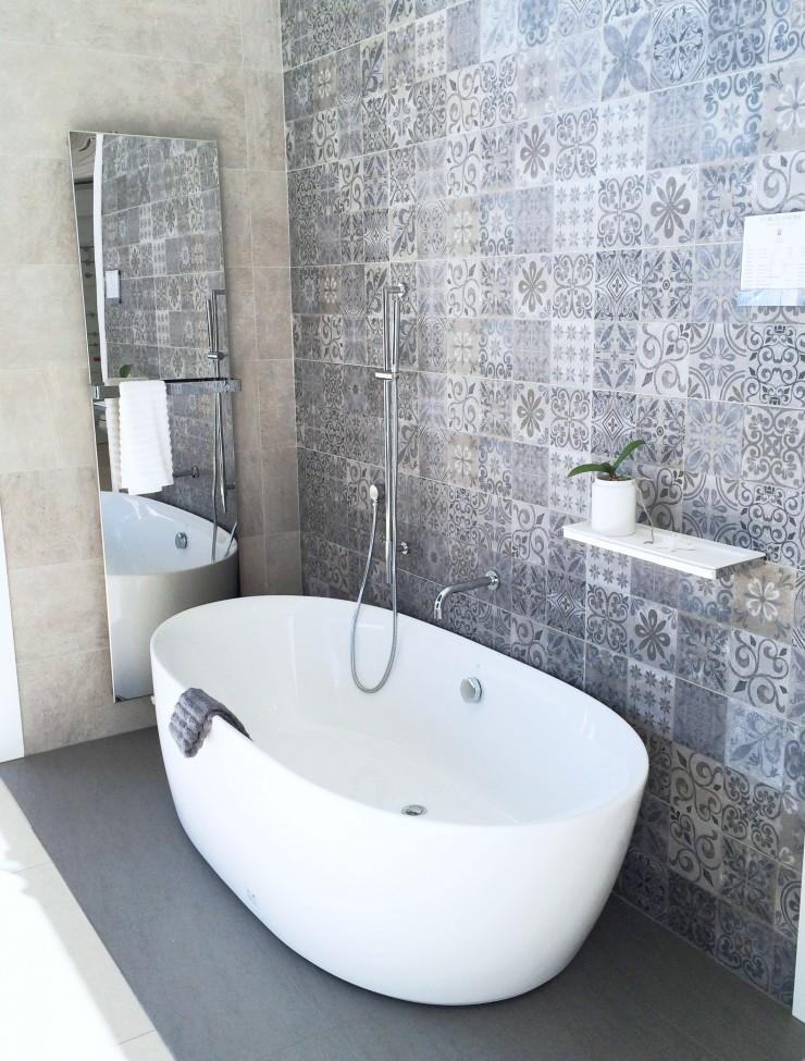 Merveilleux Freestanding Bathtub Cococozy Posrcelanosa Blue Grey Tile Wall