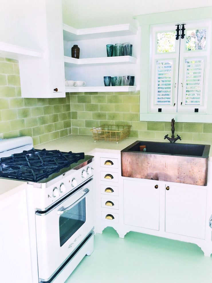 Small Kitchen Design Mixing Metal Hardware Cococozy