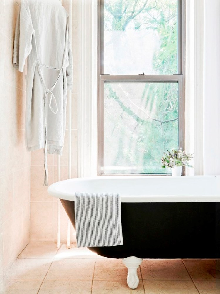 Brooklyn Brownstone Black Clawfoot Tub