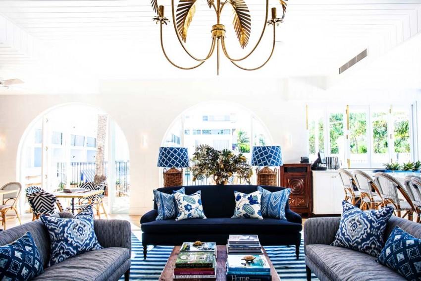blue-white-living-room--cococozy-halcyonhouse-blackandspiro
