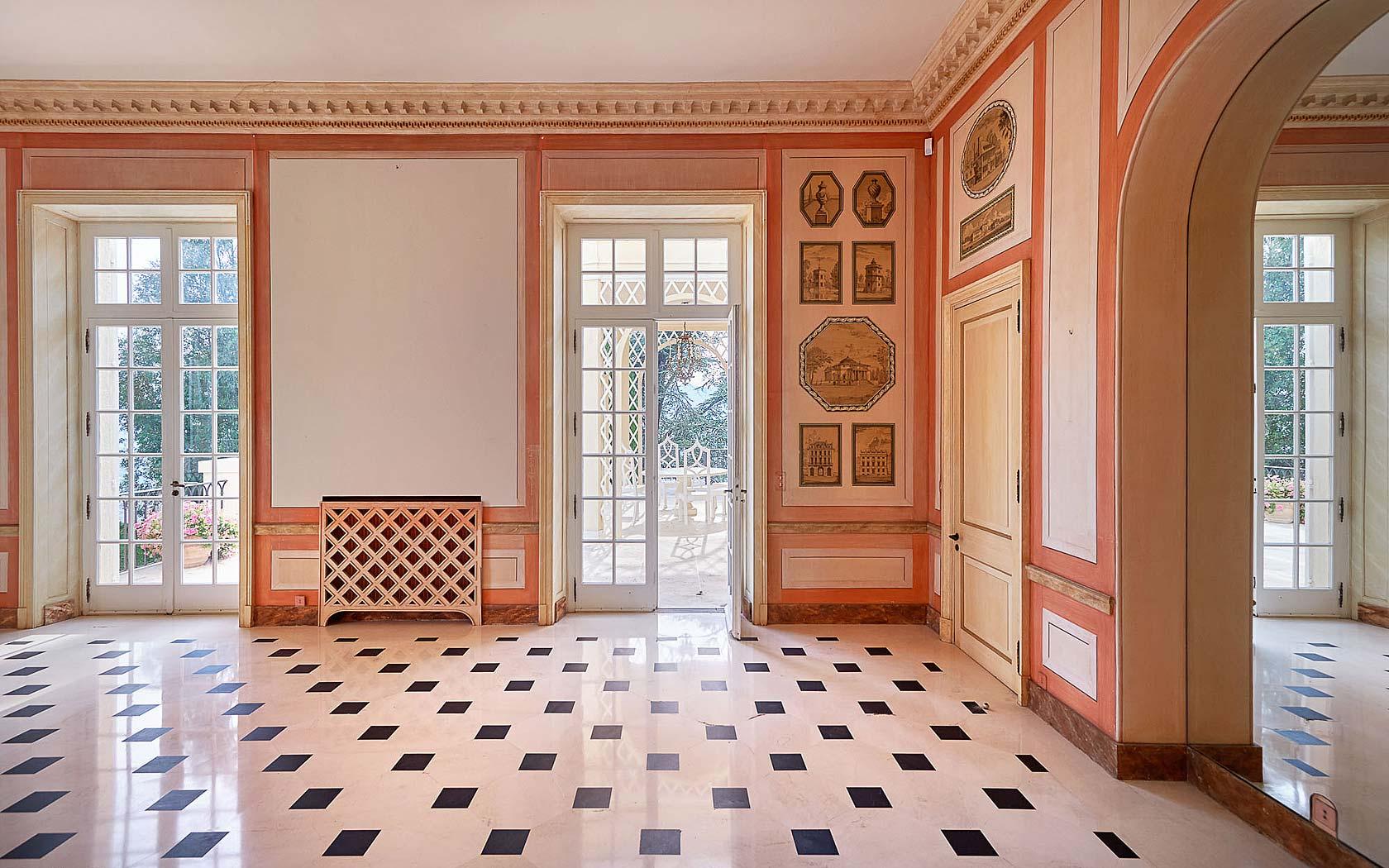 cannes-castle-garden-room-checkered-floor-cococozy