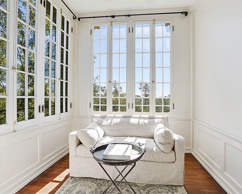 new-orleans-penthouse-sitting-sun-room-cococozy