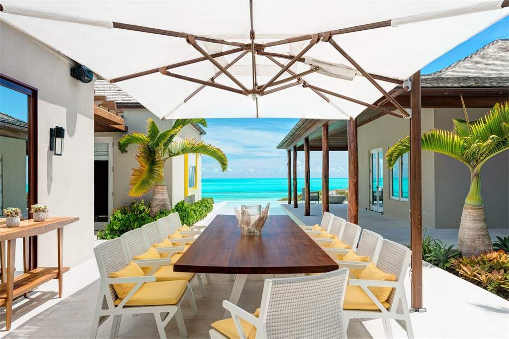 Caribbean-Beachfront-Turtle-Tail-Cococozy-Patio