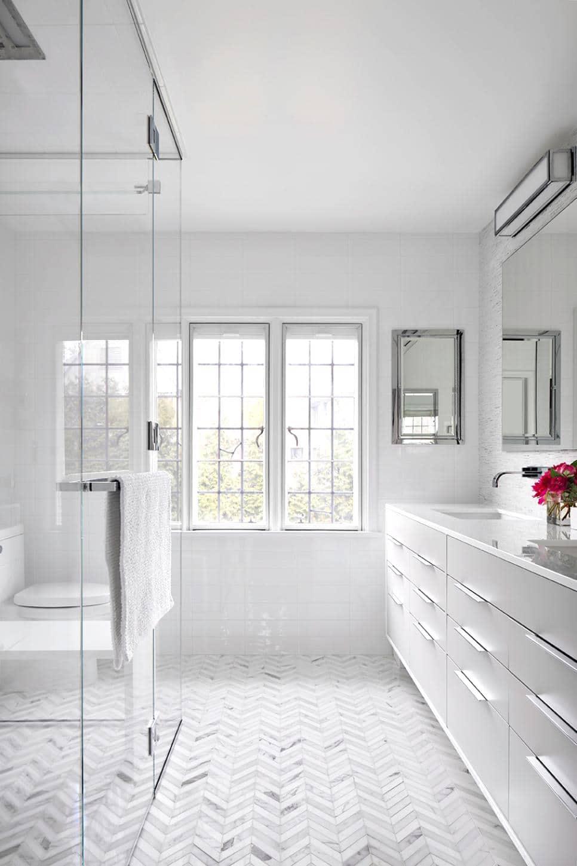 HGTV-Bright-White-Bathroom-Cococozy