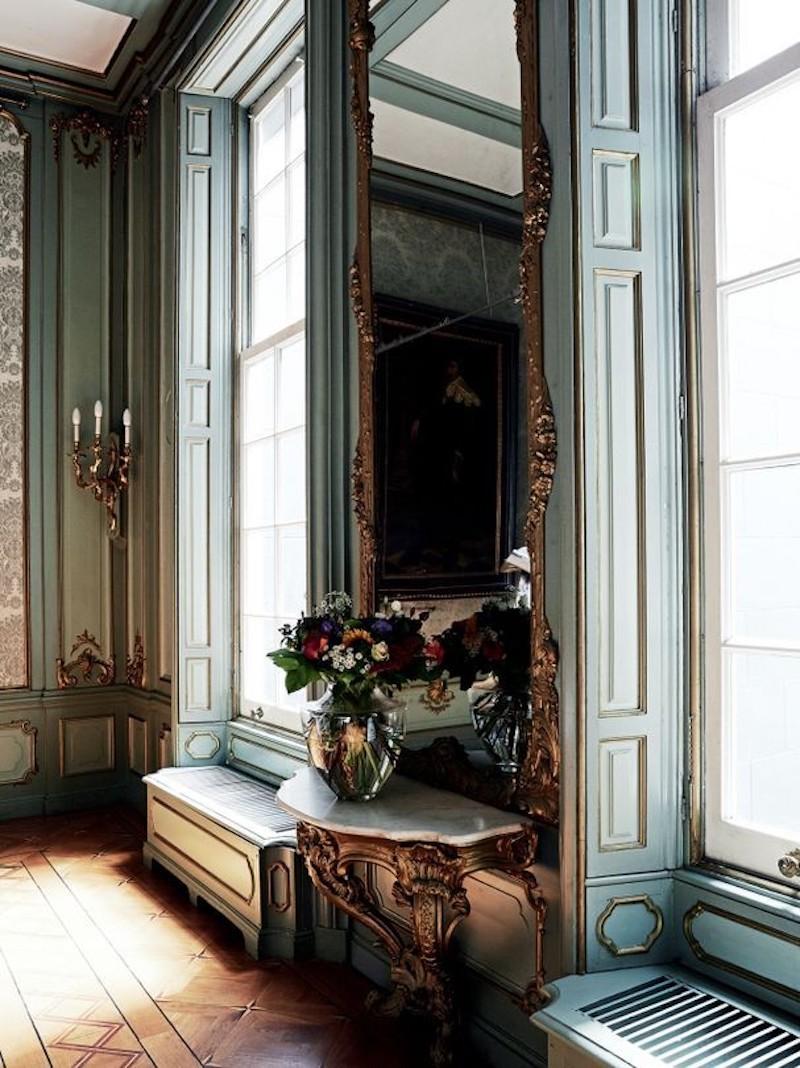 haute-couture-house-viktor-rolf-vogue-australia-entry-way