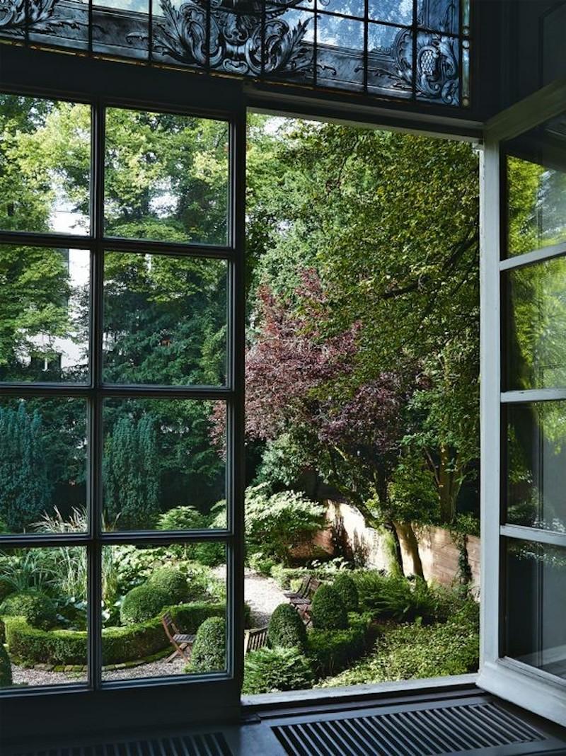 haute-couture-house-viktor-rolf-vogue-australia-patio-garden