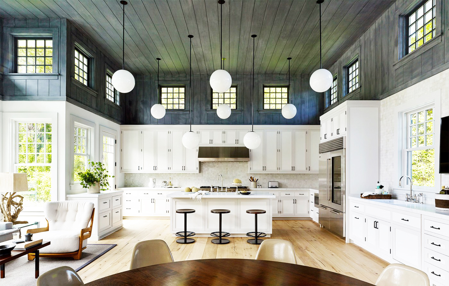 Hamptons Home With A Modern Twist COCOCOZY - Hamptons kitchen design