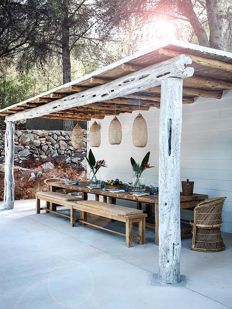 Avant Garde Outdoor Dining Room Design