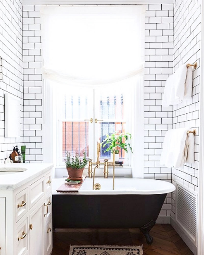 11 Two-Toned Clawfoot Tubs | COCOCOZY