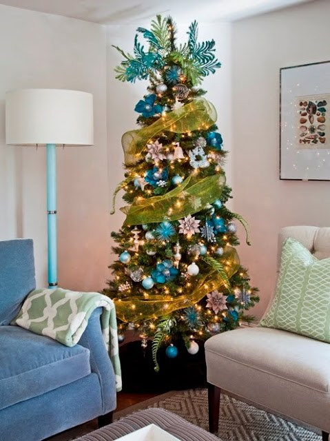 Toujours Magazine's Christmas tree with a COCOCOZY pillow and throw