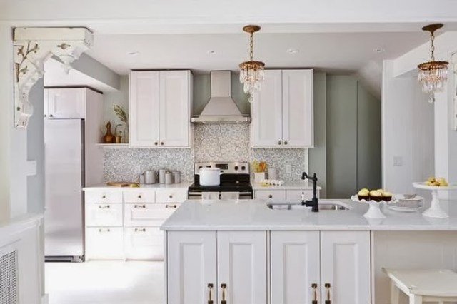 Bright and small cottage kitchen after makeover by Sarah Richardson