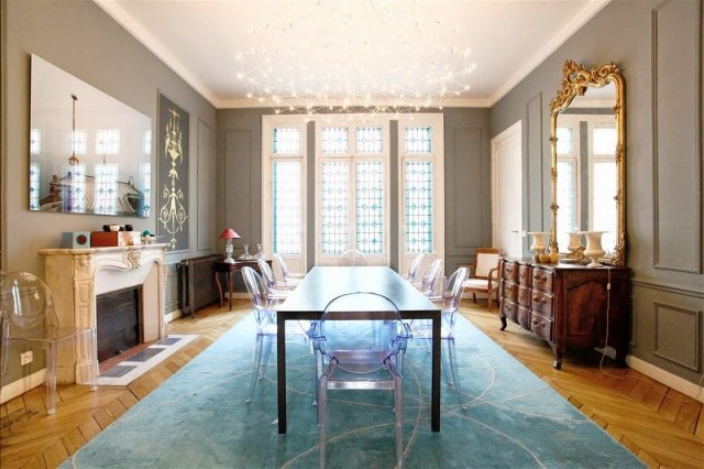Dining room in a Paris townhouse with ghost chairs