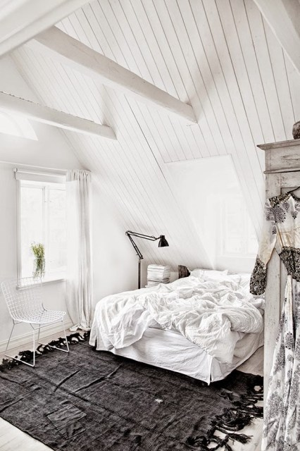 White bedroom with black accents in Jenny Hjalmarsson Boldsen's home