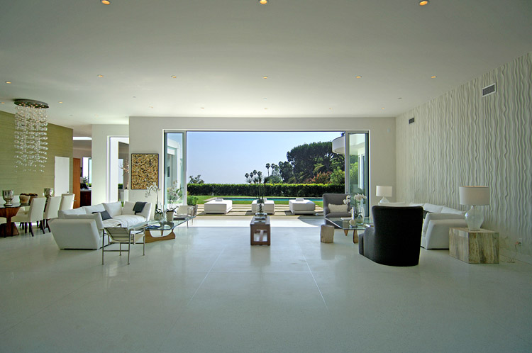See this house setting the stage for a modern house with - Villa moderne los angeles meridith baer ...