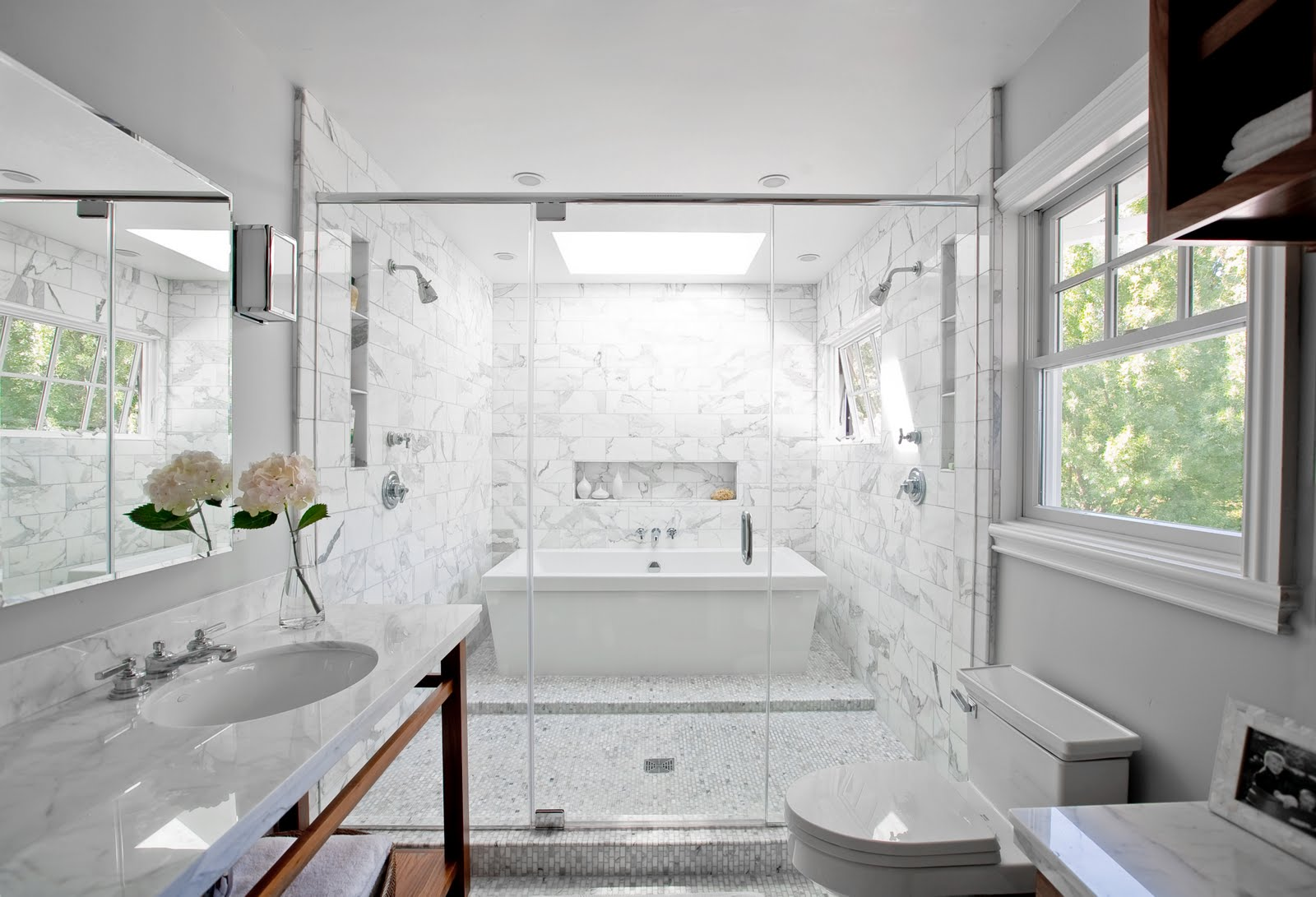 SMART DESIGN: A BATH TUB INSIDE A MARBLE SHOWER - OH WHAT A VERY WET ...