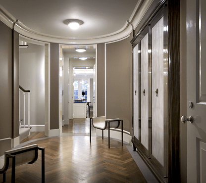 Landing in a New York City brownstone designed by Peter Pennoyer with rounded corners