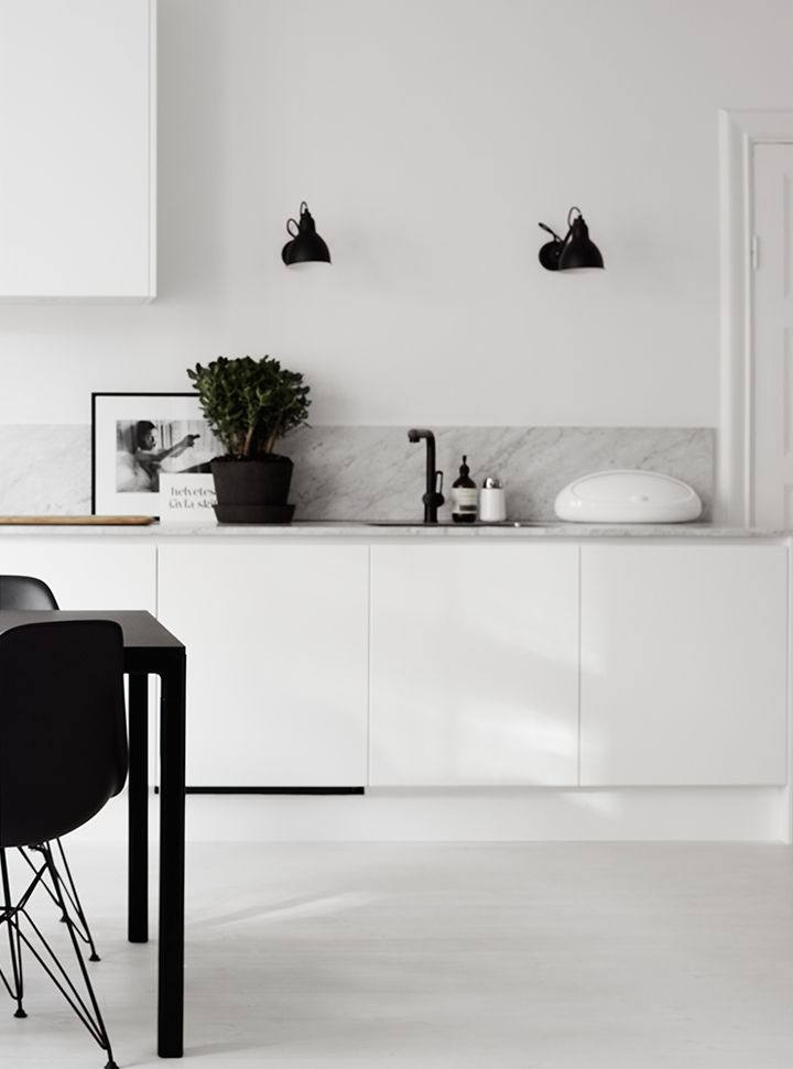 Interieur | Een moderne en opgeruimde keuken - Woonblog StijlvolStyling.com (modern kitchen)