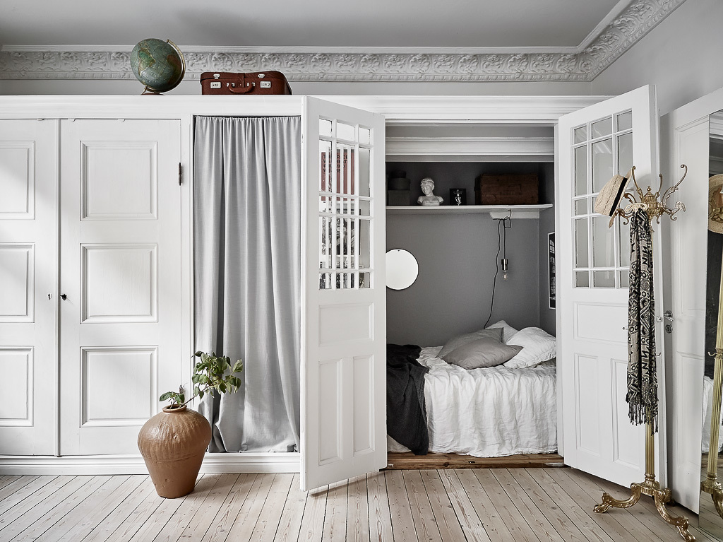 Bright home with a hidden bedroom coco lapine designcoco - Closet for small room ...
