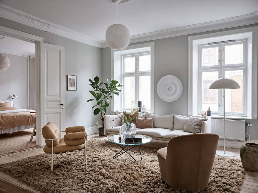 Beige home with blue accents
