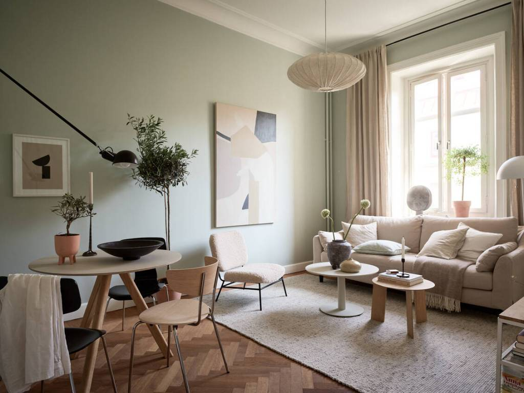 Home in beige and green