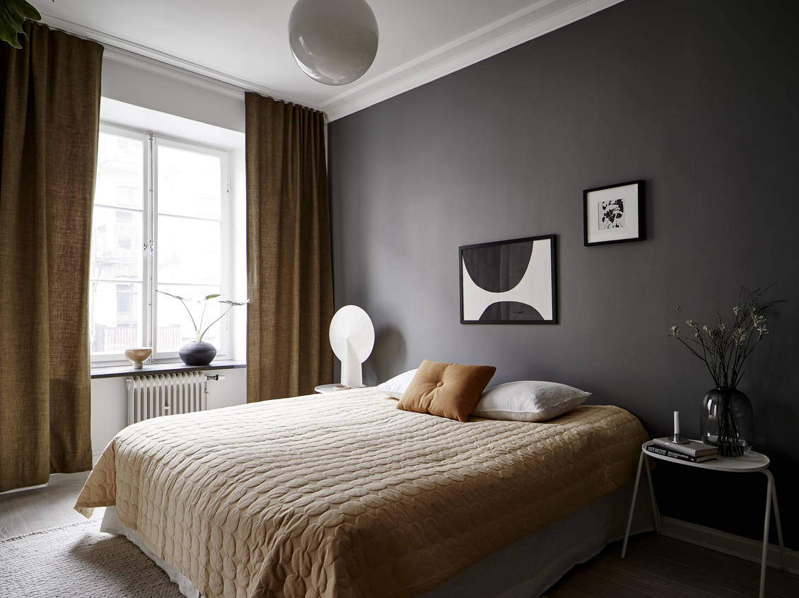 Bedroom in grey and mustard - OBSiGeN