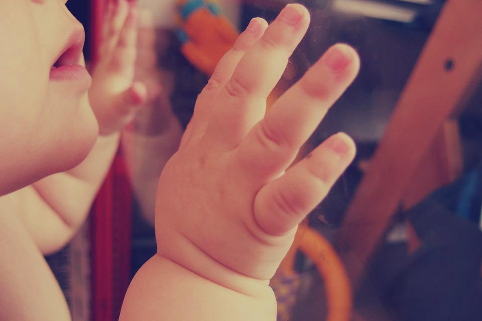 赤ちゃんの爪