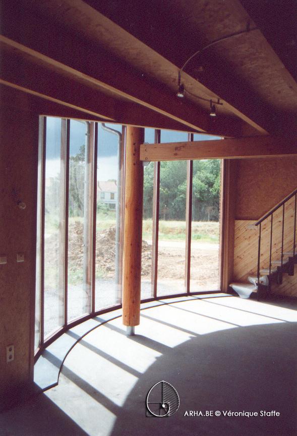 Intérieur verrière maison bio écologique bioclimatique conçue par Véronique Staffe selon son concept éco-bio-climatique