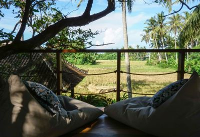Treehouse living room rice field view