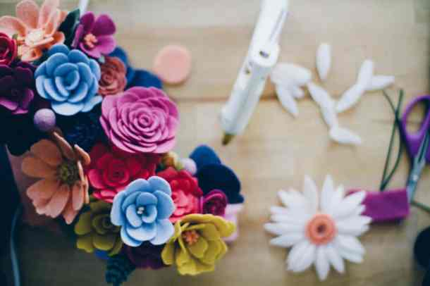 How to make felt flowers - a step by step tutorial DIY with video!