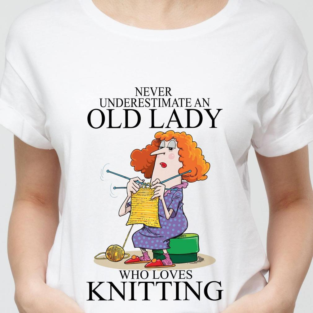 Never Underestimate An Old Lady Who Loves Knitting Shirt