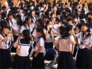 中学生の笑顔がいっぱい