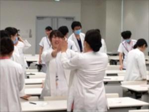 楽しく盛り上がる看護師研修の様子