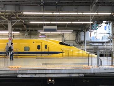 新幹線ホームの写真