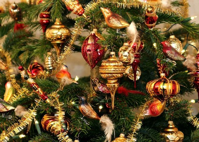 ミラノ、ドゥオーモ前のクリスマスツリー