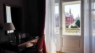 スペイン旅行、パッケージツアーそれとも個人旅行、ホテルの場所