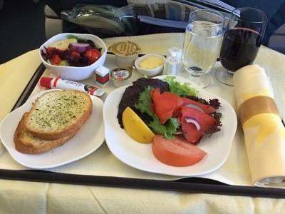 羽田深夜発の飛行機で海外とこうするときの注意、機内食