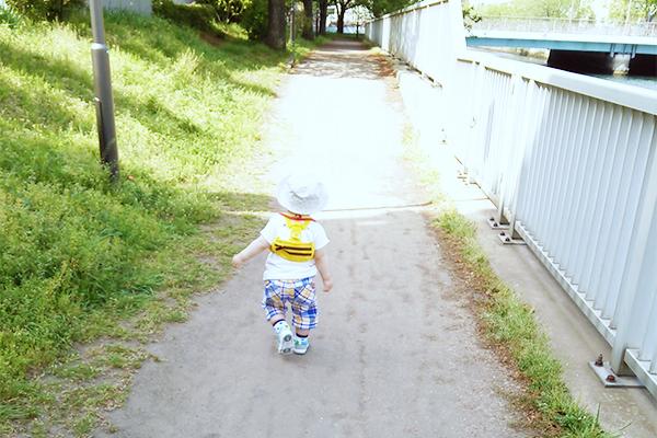 乳幼児期に外出時必要な手荷物を振り返る(お食事はさみ、チェアベルト)