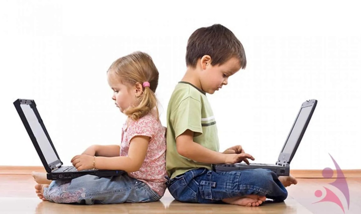 Hijos en facebook2 13674 - What Is Computer Addiction? What Are The Symptoms?