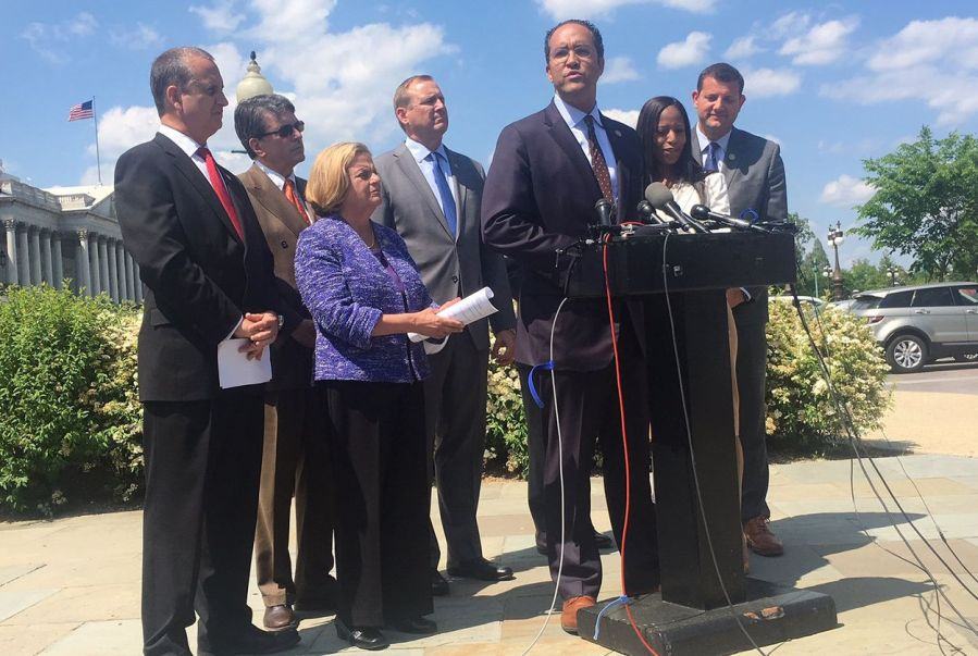 U.S.+Rep+Will+Hurd%2C+R-Helotes%2C+center%2C+speaks+to+reporters+about+an+effort+to+force+a+debate+on+immigration+legislation+in+the+U.S.+House%2C+on+May+9%2C+2018.++