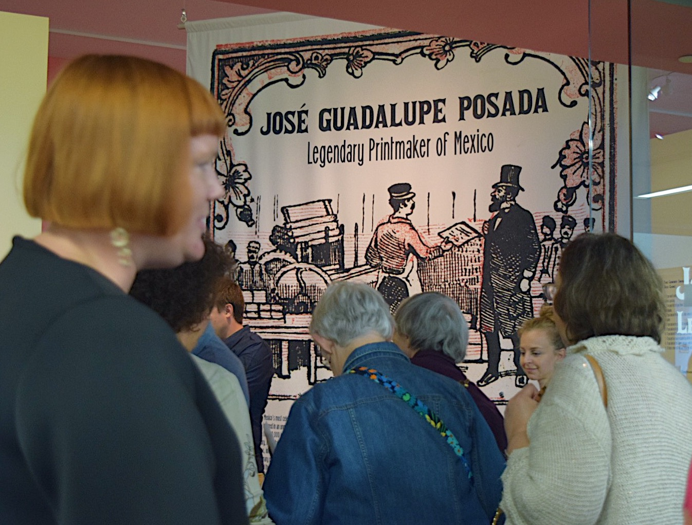 Attendees+piling+into+the+Jose+Guadalupe+gallery+for+an+hourly+tour.