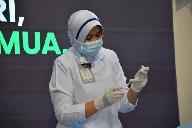 Nurse Pfizer jab Feb 24_japen