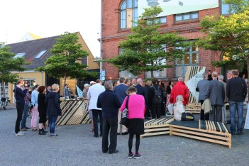 The podiums used outside created an interactive scenography for many visitors. The arrangement was changed from event to event, and created a playful and lively atmosphere.