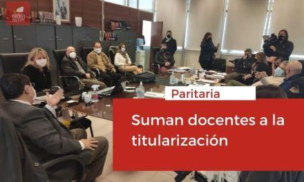 <h6>Paritaria</h6><h1>Suman docentes a la titularización</h1>
