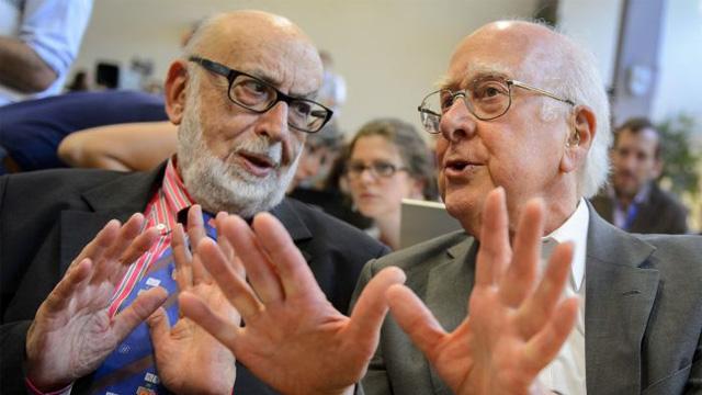 Los físicos François Englert (izq.) y el británico Peter Higgs (der.)
