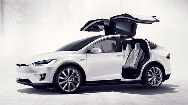 """Las increíbles """"puertas de halcón"""" son el sello del Model X"""