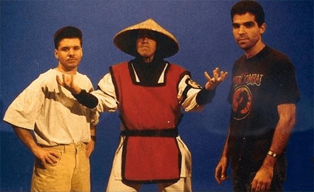 Tobias, Raiden y Boon, en un detrás de cámaras de Mortal Kombat 2
