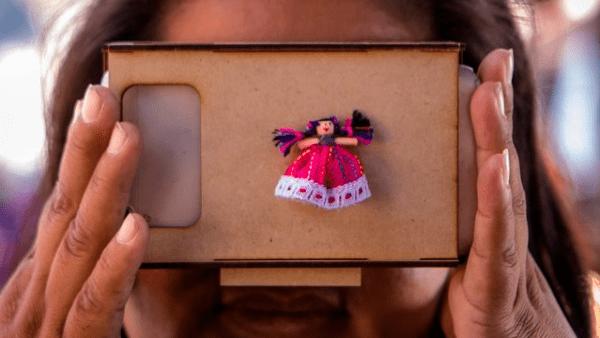 Unas Google Cardboard con un detalle otomí